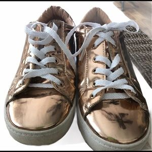 capa de ozono girls metallic gold sneakers sz 36